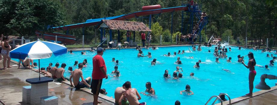 Várias piscinas